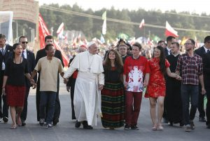 Pope with young people 300x201 - Mensaje del Papa por la JMJ 2018