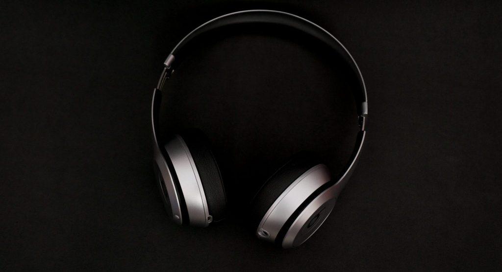 frank septillion Qrspubmx6kE unsplash e1569410541485 1024x556 - ¡Arguments en Spotify!